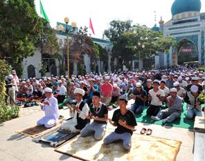 宁夏穆斯林群众喜迎开斋节图片