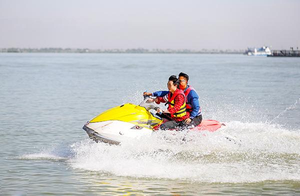 自駕摩托艇