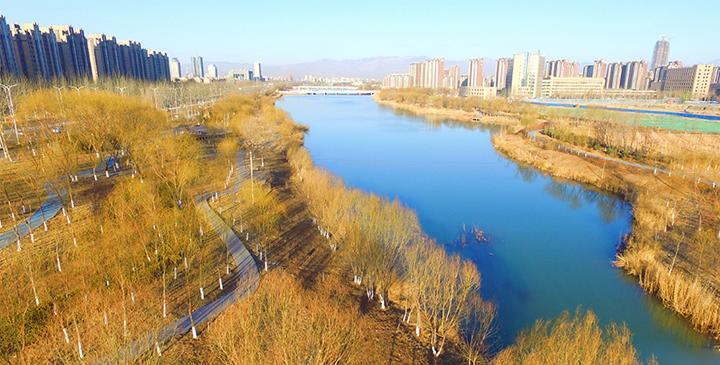 航拍:春日湖城美