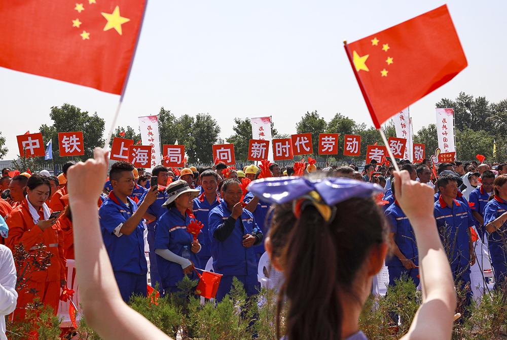 全國總工會文工團在銀川演出慰問一線勞動者