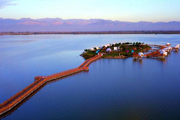 沙湖:金沙碧水暢享自然